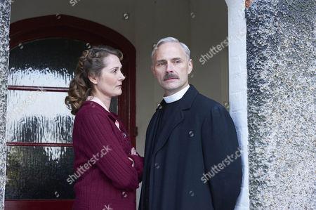 Ruth Gemmell as Sarah King and Mark Bonnar as Adam King.