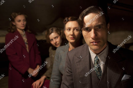 Leila Mimmack as Laura Campbell, Ed Stoppard as Will Campbell,Frances Grey as Erica Campbell and Rachel Hurd-Wood as Kate Campbell.
