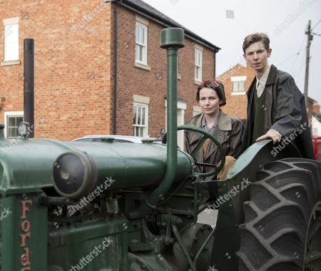 Brian Fletcher as Little Stan Farrow and  Clare Calbraith as Steph Farrow