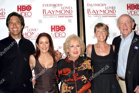 Ray Romano, Patricia Heaton, Doris Roberts, Monica Horan and Peter Boyle