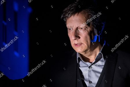 Stock Picture of Robert Lepage performing '887'