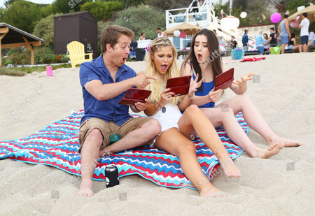 Stock Picture of Jason Earles, Olivia Holt, Sarah Gilman