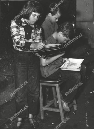 Stock Photo of (l-r) Michele Peter And Michael Painting At Marble Arch. They Are The Children Of Actress Binnie Barnes. Box 0622 23072015 00313a.jpg.