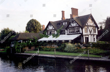 HOME OF SINGER VINCE HILL BY THE THAMES