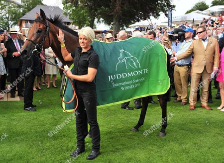 Stock Picture of YORK. The Juddmonte International Stakes. ARABIAN QUEEN and groom LAURA GARDNER after their win.