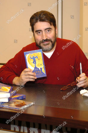 Alfred Molinal promoting the book 'Tevye the Diaryman'