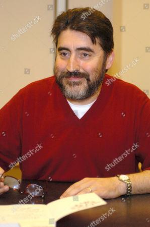 Alfred Molina promoting the book 'Tevye the Diaryman'