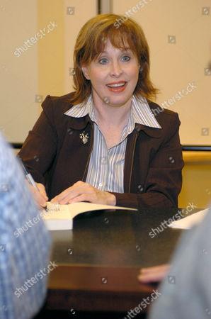 Nancy Opel promoting the book 'Tevye the Diaryman'