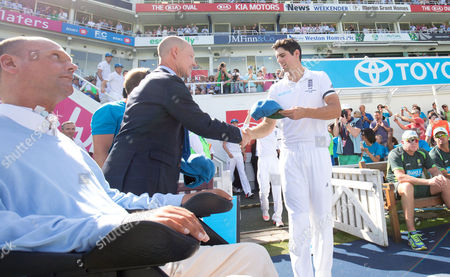 England's Alastair Cook (Captain) presents a cap in aid of Cricket charities Lord's Taverners, Chance to Shine and PCA Benevolent Fund who are teaming up for Cricket United Day England v Australia - 5th Investec Test Match - Ashes Series 2015 - Day 3 - 22/08/2015 - The Oval - London - UK © Andrew Fosker / Seconds Left Images 2015