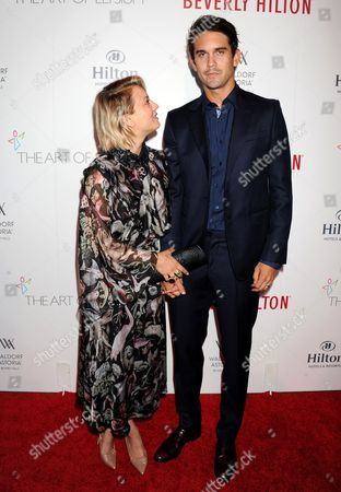 Stock Picture of Kaley Cuoco and Ryan Sweeting