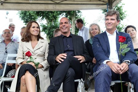 Former Minister for Culture and Communication, Aurelie Filippetti, (L) and her companion Former French Economy Minister Arnaud Montebourg, (r) with Former Greek Finance Minister Yanis Varoufakis, (C)