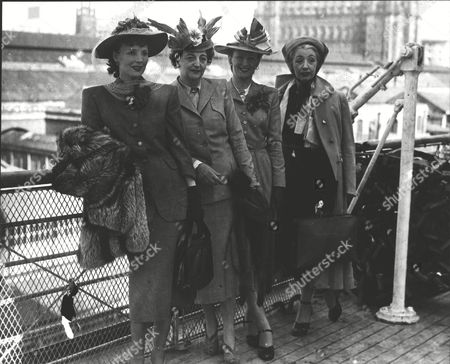 Stock Photo of Mannequins Who Are Going To Canada Aboard The Empress Of Canada To Visit The International Trade Fair. L-r: Lucy Caldicott Lucie Clayton Barbara Clark And Margaret Richfield. Box 0627 27072015 00149a.jpg.