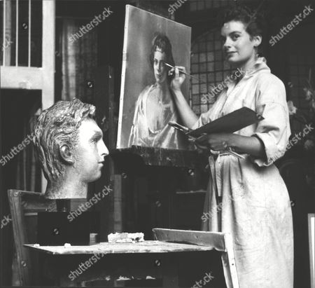 Zsuzsi Roboz Portrait Artists At Work In Her Studio On Unfinished Portrait Of Mrs Depass And Showing A Completed Bust Of Michael Hastings. Box 0582 120615 00120a.jpg.