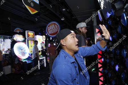 Gene Hong playing 'Speed of Light'