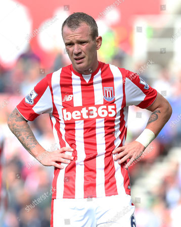Stoke City's Glenn Whelan during the Barclays Premier League match between Stoke City  and West Bromwich Albion played at The Britannia Stadium