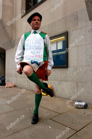 FORMER PRIEST CORNELIUS 'NEIL' HORAN PERFORMING A WORLD PEACE JIG AT THE OLD BAILEY WHERE HE WAS ACQUITED OF 2 COUNTS OF SEX WITH A MINOR. HORAN WAS PREVIOUSLY JAILED FOR 2 MONTHS AFTER DISRUPTING THE SILVERSTONE GRAND PRIX. HE WAS ALSO RESPONSIBLE FOR RUINING THE MEN'S MARATHON AT THE 2004 OLYMPICS AFTER HE ATTACKED THE LEADING COMPETITOR BRAZILIAN VANDERLEI DE LIMA FOUR MILES FROM THE FINISH.