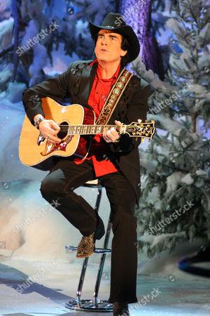 Singer Tom Astor at Weihnachtsfest der Volksmusik (Christmas Festival of Folk Music), Magdeburg, Saxony-Anhalt, Germany, Europe