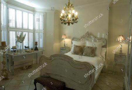 East London Home Suzanne Mizzi - bedroom
