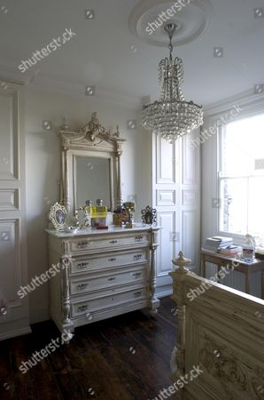 East London Home of Suzanne Mizzi - bedroom