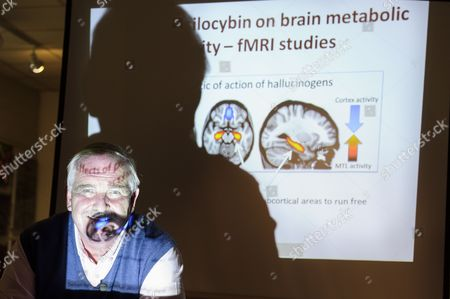Professor David Nutt gives a talk about the harmful effects of alcohol in comparison to those of illegal drugs