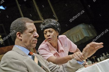 Dona Croll (Mona), Derek Griffiths (Lenny), Two Step, Almeida Theatre.