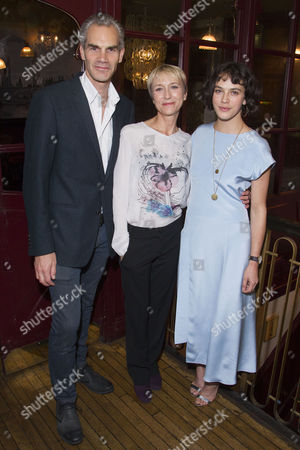 Angus Wright (Agamemnon), Lia Williams (Klytemnestra) and Jessica Brown-Findlay (Electra)