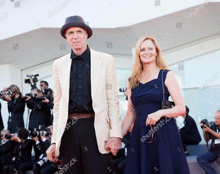 Tom Noonan and Jennifer Jason Leigh