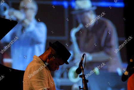 San Francisco Jazz Collective: Stevon Harris. In the background Joe Lovano and Dave Douglas
