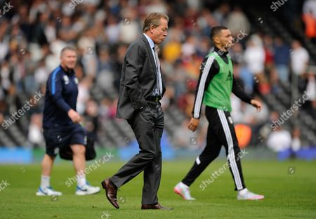 Alan Curbishley of Fuham walks off the field at half-time during the SKY BET Championship match between Fulham and Blackburn Rovers played at Craven Cottage, London