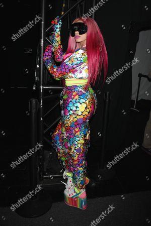 Dencia backstage