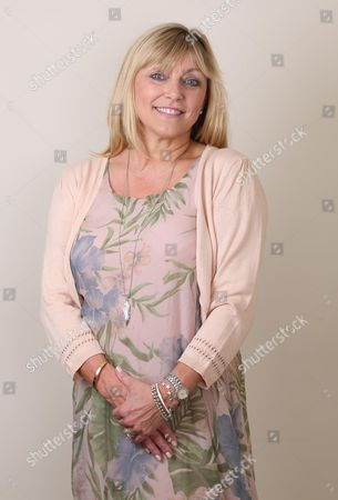 Amanda Lenahan Who Is A Former Model Photographed At Her Home In Watlington Oxfordshire. Amanda Was Diagnosed With Breast Cancer After Watching A Doctor On Television Describing Tell Tale Signs. Feature For Good Health. Picture: John Lawrence 07850 429934.