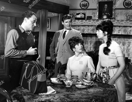 STANLEY MEADOWS, ROGER MOORE, DAWN ADDAMS AND CATHERINE FELLER IN 'THE SAINT, THE QUEENS RANSOM' - 1966