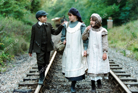 Stock Picture of 'THE RAILWAY CHILDREN' TV DRAMA - 1999 - JACK BLUMEREAU, JEMIMA ROOPER AND CLARE THOMAS
