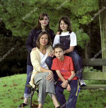 'THE RAILWAY CHILDREN' TV DRAMA - 1999 - CAST - JEMIMA ROOPER, CLARE THOMAS, JENNY AGUTTER AND JACK BLUMEREAU