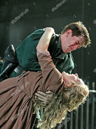 Stock Photo of 'The Plough and the Stars', Abbey Theatre Company, Cathy Belton (Nora) Owen McDonnell (Jack)