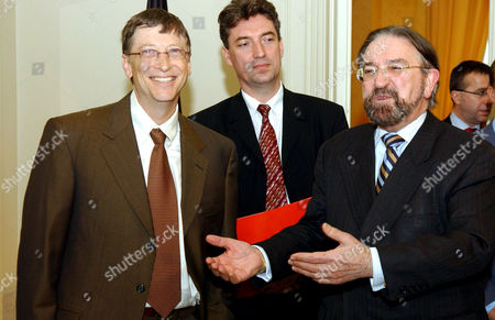 Bill Gates, Peter Vanvelthoven and Herman De Croo