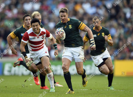 Jean De Villiers of South Africa goes on the attack