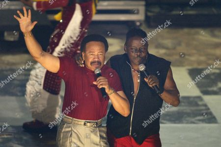 Maurice White (L) and Philip Bailey of Earth, Wind & Fire perfrom during the 2nd Annual BET Awards in Hollywood, California on June 25, 2002.   Photo by: Adrees Latif Photo® Adrees Latif / BEImages.net