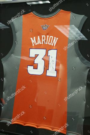 Jersey autographed by Shawn Marion