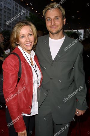 """Stock Photo of Television producer Michael Gelman and wife Laurie at the premiere of Touchstone Pictures' """"Bad Company"""" at the Loews Lincoln Square Theatre in New York City on June 4, 2002.  Manhattan, New York  Photo® Matt Baron/BEI"""