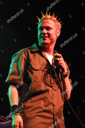 Ali Dee, lead singer of The Grand Skeem, performing at Irving Plaza in New York City on July 31, 2002.  Manhattan, New York  Photo® Matt Baron/BEImages.net