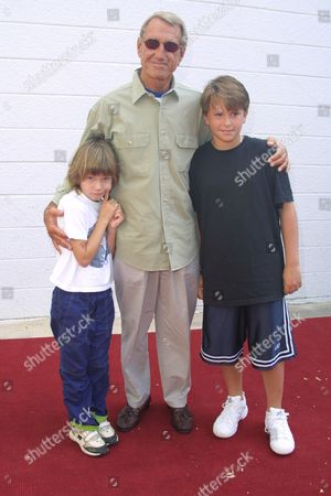 """Roy Scheider (""""Jaws"""") with his children arriving to the premiere of Columbia Pictures' """"Men in Black 2"""" at the UA East Hampton Cinema in East Hampton, New York on June 30, 2002.  East Hampton, New York  Photo® Matt Baron/BEI"""