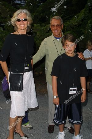"Roy Scheider and family arriving to the after-party for the premiere of Columbia Pictures' ""Men in Black 2"" at Nick & Toni's in East Hampton, New York on June 30, 2002.