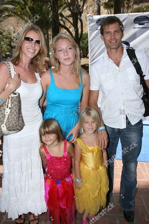 Casper Van Dien and Catherine Oxenberg with daughters
