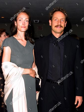 Sam Robards and wife at the 2002 Drama Desk Awards at F.H. LaGuardia High School in New York City on May 19, 2002.  Manhattan, New York  Photo® Matt Baron/BEI