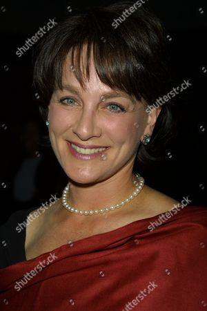 """Stock Image of Dr. Nancy Snyderman of ABC News arriving to the premiere of TNT's """"Door to Door"""" at the Museum of Televison & Radio in New York City on June 26, 2002.  Manhattan, New York  Photo® Matt Baron/BEI"""