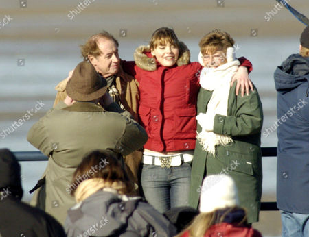 Neville Buswell ( Ray Langton ) with Kate Ford ( Tracy Barlow ) and Anne Kirkbride ( Deirdre Barlow )