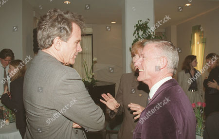 Warren Beatty chats with Roddy McDowall