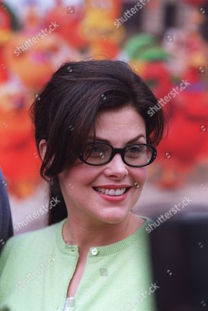 """20000617    Universal City, CA Sherilyn Fenn at a special screening of """"Chicken Run"""" presented by DreamWorks Pictures, in association with Pathe' at Universal Citywalk.  Photo®Alex Berliner/BEI  A006049-34a"""
