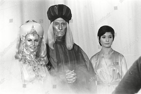 Joanna Dunham,Peter Cushing and Zienia Merton